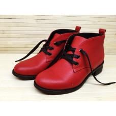 Ботинки из натуральной кожи красного цвета. Украина