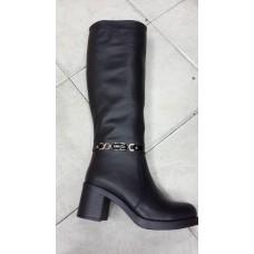 Женские зимние кожаные сапоги на каблуке.
